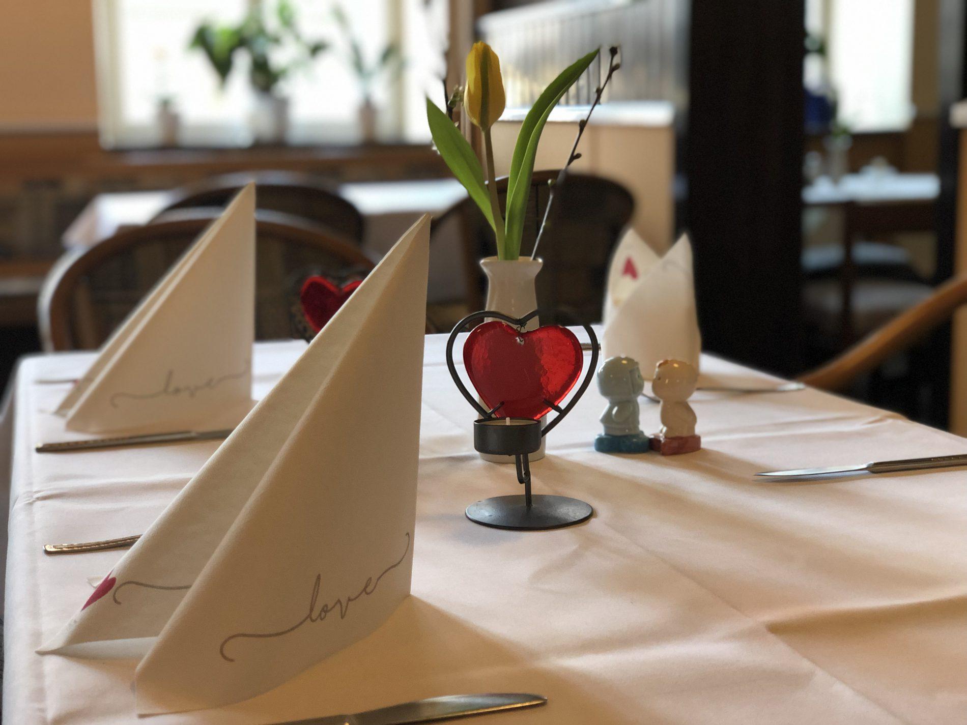 """Gedeckter Tisch zum Valentinstag - Hotel """"Stadt Hamburg"""" in Grabow"""